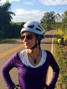 Andrea no meio da pedalada de Águas de São Pedro-SP para a Cachoeira do Saltão-SP