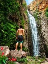 Bruno em frente à Cachoeira do Segredo, em Alto Paraíso de Goiás (GO)
